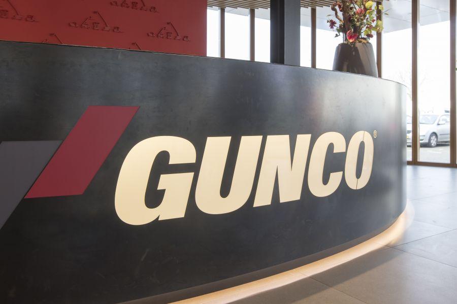 Gunco Rotterdam stalen balie logo gefreesd